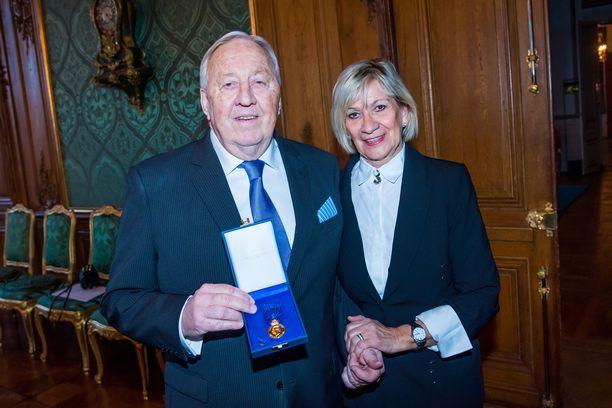 Kay Wiestål ja vaimonsa Camilla Wiestål saapuivat alkuvuonna kuninkaan vieraiksi. Kay palkittiin mitalilla ansioistaan Victoria-päivän järjestäjänä. Hän järjesti Victorian syntymäpäivät 40 vuoden ajan.
