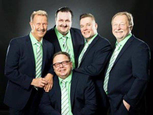 Souvarit on tanssipaikkojen kestosuosikki. Vasemmalta ylhäältä Lasse Hoikka, Pauli Ruuskanen, Mikko Keskimaunu ja Jouni Ruokamo. Keskellä kyykyssä Timo Salmela.