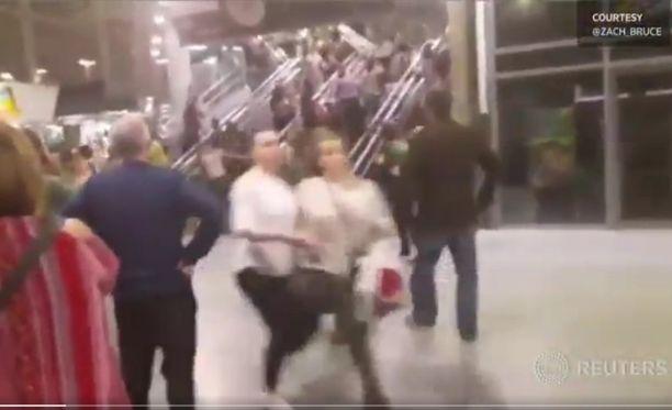 Poliisi ja pelastuspalvelut ovat paikalla Manchester Arenalla.