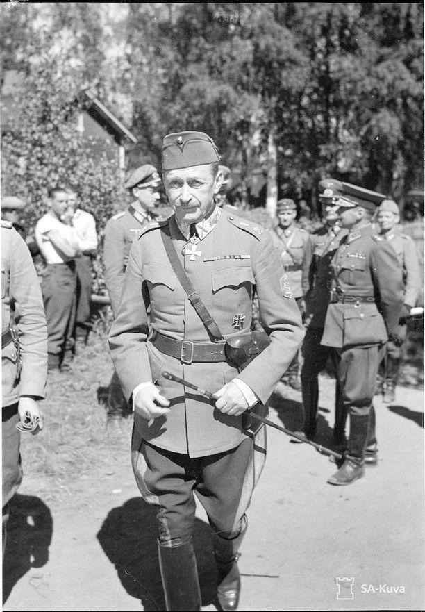 Sotamarsalkka Kaurilassa 18.7.1941. Carl Gustaf Emil Mannerheim syntyi 150 vuotta sitten 4.6.1867.