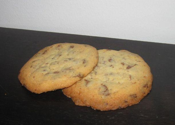 Suklaakekseihin voi käyttää maito-, tumma- tai valkosuklaata.