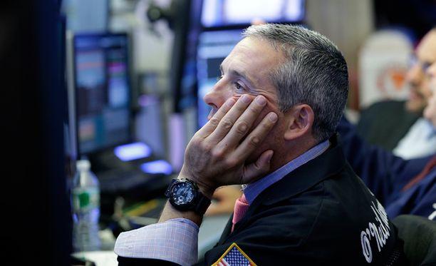 Treidaaja työpaikallaan New Yorkin pörssissä.