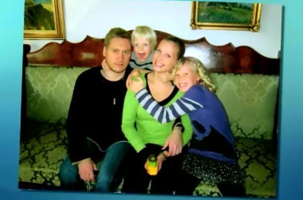 - Elämme perheen kanssa Maltalla omaa, pientä elämäämme, Samuli Edelmann kuvailee ohjelmassa.