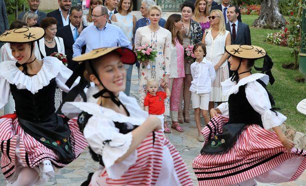 Pikkuprinssi seurasi tapahtumaa ihmeissään.