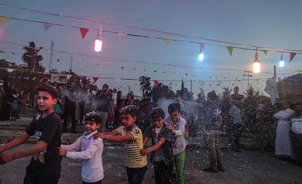 Ramadanin päättävää Eid al-Fitr -juhlaa vietettiin myös Syyriassa, Idlibissa.