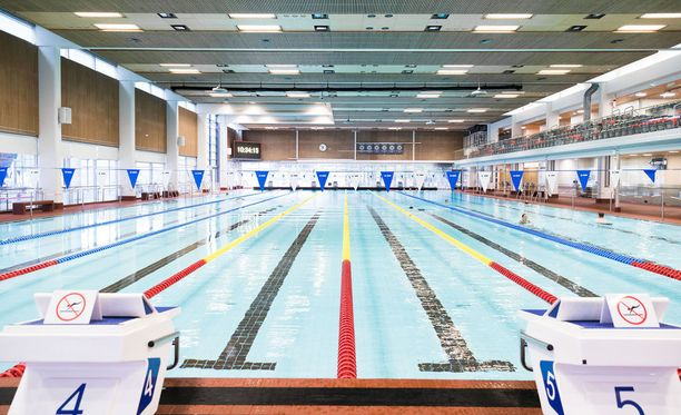 Uimahallin altaan pohjassa on ollut ulostetta jo monta kertaa. Kuvan halli ei liity tapaukseen.