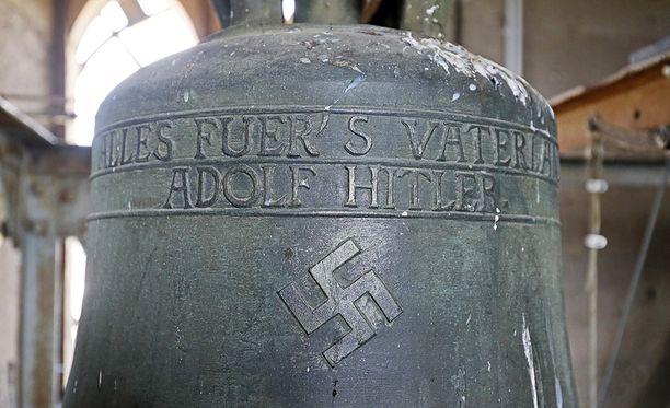 Historiaa ei voi kirjoittaa uudestaan, sanoivat kellon säilyttämistä puolustavat.