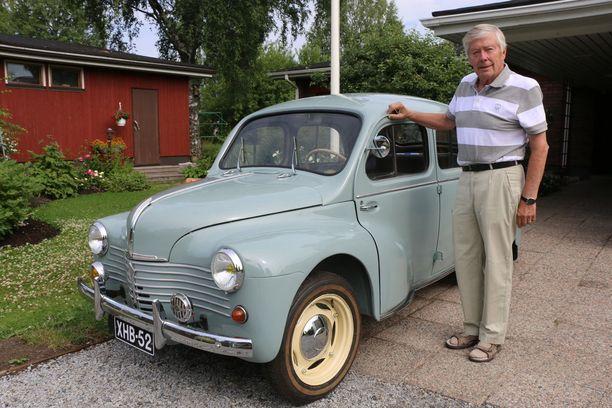 Siisti silmäterä. Renault 4CV on Erkki Wirkkalalle uusin ja rakkain menopeli.