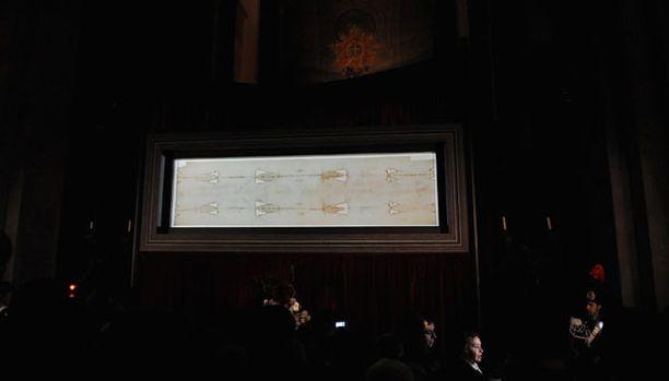 Kuuluisa käärinliina on jälleen esillä Torinon katedraalissa.