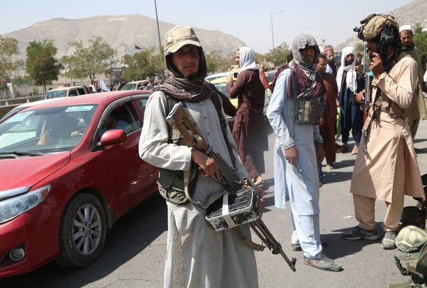 Taliban-taistelijoita Kabulissa maanantaina 16. elokuuta.