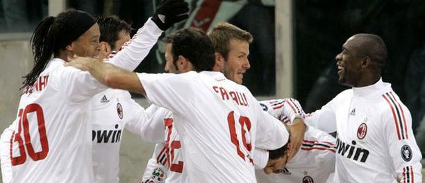 AC Milanin maailmantähdet kiinnostavat yleisöä.