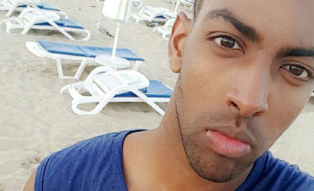Rasistinen disinformaatiosivusto käytti Ahmedin kuvaa jutussa, joka ei liittynyt häneen millään tavalla.