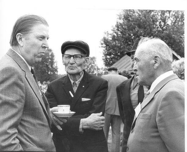 Johannes Virolainen ehti toimia muun muassa pääministerinä, valtiovarainministerinä ja ulkoasiainministerinä. Virolaisen kansanedustajaura kesti 42 vuotta.