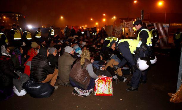 Turvapaikanhakijoita leiriytyneenä Malmössä.