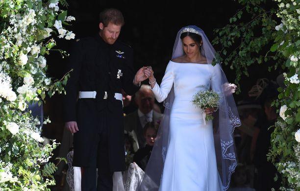 Prinssi Harry ja herttuatar Meghan tulivat ulos taputusten saattelemina.