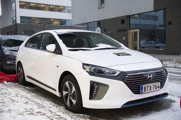 Hyundai IONIQ -hybridin saa myös pistokehybridinä ja täyssähköautona.