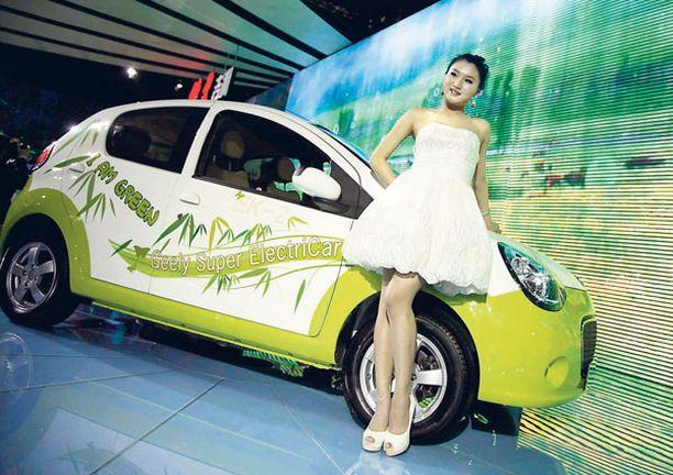 UUSI VOLVO Geely EK-2 oli yksi kiinalaistehtaan sähköisistä uutuuksista Pekingin näyttelyssä.