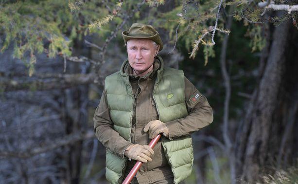 Venäjän presidentti Vladimir Putin miehitti Krimin vuonna 2014 ja käy edelleen sotaa Itä-Ukrainassa. Nämä toimet ovat muuttaneet suomalaisten suhtautumista Venäjään kielteisemmäksi.