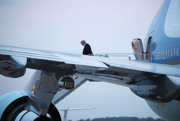 Trump palasi keskiviikkona tyytyväisenä kotimaahansa.