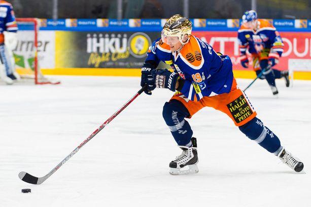 Tappara-tähti Veli-Matti Savinainen syötti Kuopiossa kaksi maalia.