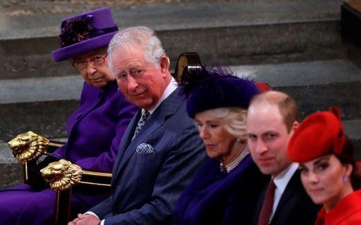 Tiesitkö? Prinssi Charles toimi prinssi Williamin ja herttuatar Catherinen Amorina