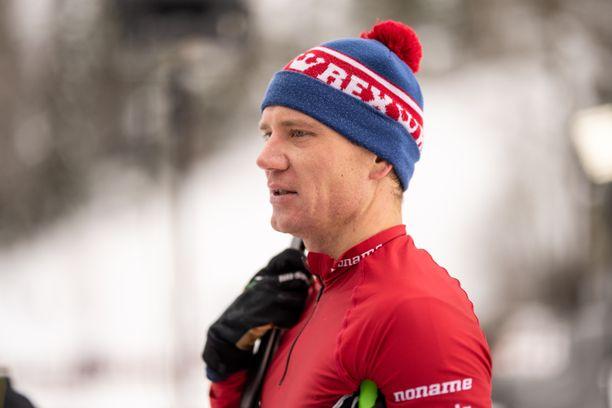 Entinen huippuhiihtäjä Ville Nousiainen jäi leskeksi viime kesänä.