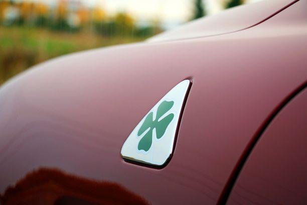 Quadrifoglio Verde, vihreä neliapila, erottaa tämän auton perusmalleista.