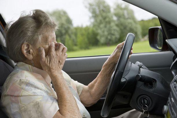 Katsomisen hidastumisen monet ikäkuljettajat tunnistavat.