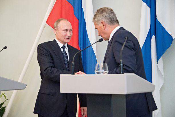 Venäjän presidentti Vladimir Putin ja Suomen presidentti Sauli Niinistö tiedotustilaisuudessa Punkaharjulla heinäkuussa 2017.