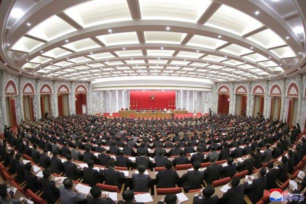 Pohjois-Korean virallinen uutistoimisto KCNA julkaisi kuvan tiistaina alkaneesta monipäiväisestä puoluekokouksesta.