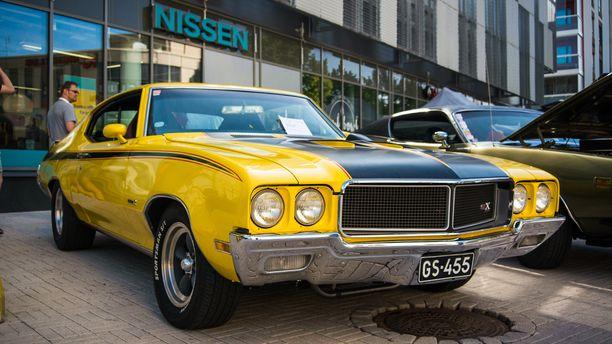 Buick GSX 455:n varusteluun kuului vuonna 1970 mm. keltainen Saturn Yellow tai valkoinen Apollo White -väri, kylkiraidat ja musta konepelti.