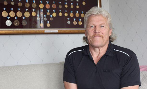 Takavuosien molskikettu Jarmo Övermark luottaa Petra Ollin mahdollisuuksiin.
