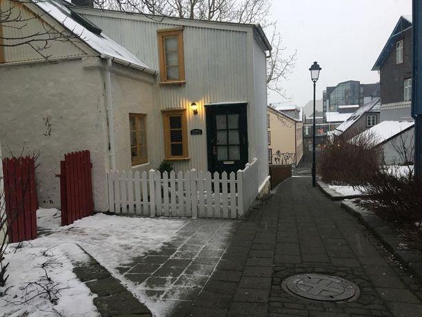 Reykjavikin kapeilla kaduilla on mukava vaellella katsomassa erikoisia taloja.