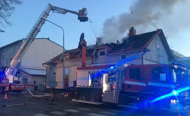 Yksi loukkaantui palossa.