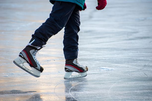 Kaksi alakouluikäistä poikaa on tunnustanut sytyttäneensä tulipalon Lappeenrannan jäähallissa. Kuvituskuva.