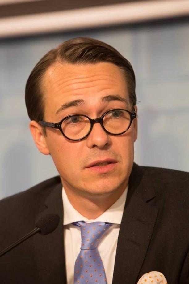 Suomi voi toimittaa jatkossakin Ukrainaan puolustusmateriaalia, puolustusministeri Carl Haglund sanoo.