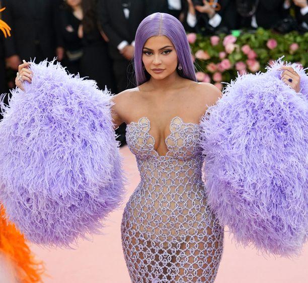 Kylie Jennerin asu oli runsaudestaan huolimatta hyvin paljastava.