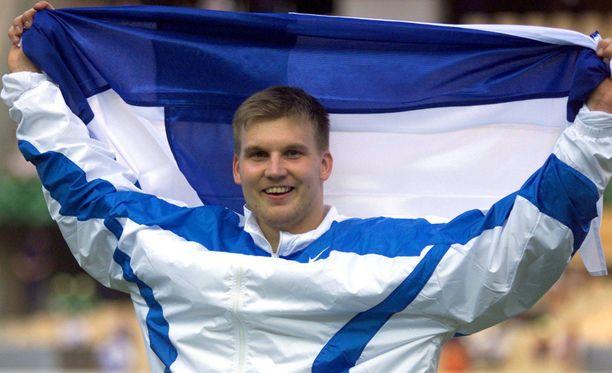 Topi Parviaisen Aki-setä voitti keihään maailmanmestaruuden 1999.