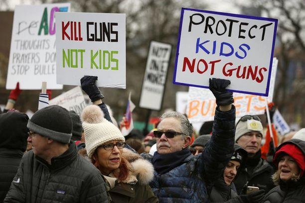 Floridan Parklandissa helmikuussa tapahtunut 17 ihmisen joukkosurma toi USA:n kaduille miljoonia ihmisiä mielenosoituksiin. Kuva otettu Chicagossa maaliskuun 24. päivä.