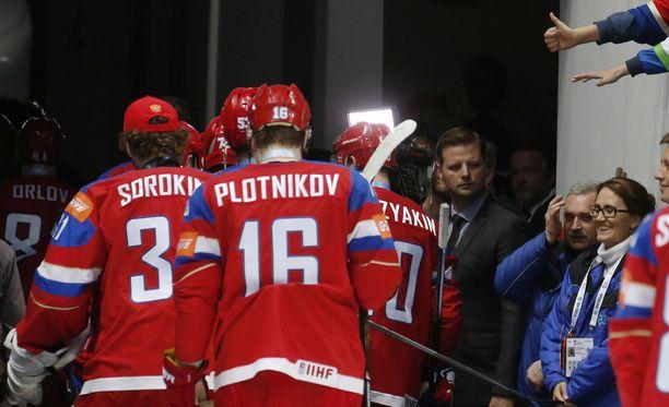 Venäjä pelaa Etelä-Korean olympialaisissa punaisissa paidoissaan.