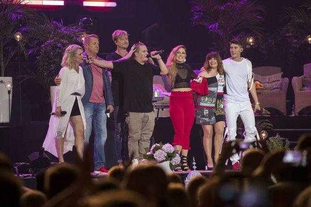 Vain elämää -konsertin artistit palkitsivat yleisön kattavalla show'lla.
