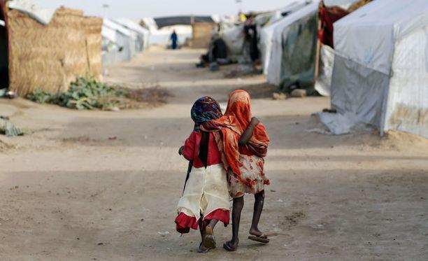 Keski-Afrikan tasavallan konflikti on ajanut kymmeniätuhansia ihmisiä pakolaisiksi muun muassa naapurimaahan Tshadiin. Kuvan lapset eivät liity hyväksikäyttötapauksiin.