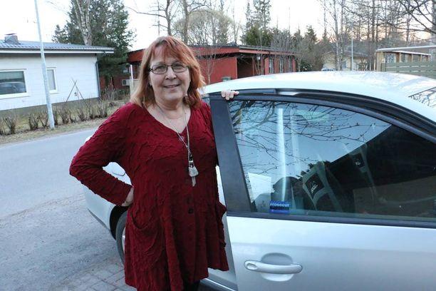Oululainen Aila Orabi sai anteeksi liki 2000 euron parkkimaksun.