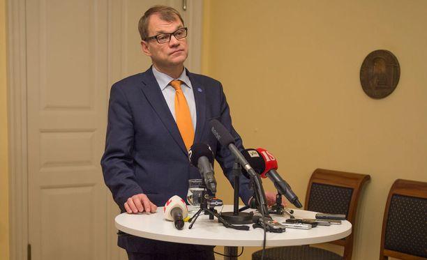 """Pääministeri Juha Sipilän mukaan hänelle ei ollut yllätys, että """"gallupit eivät kerro sitä, mitä kansa ajattelee""""."""
