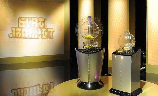 Eurojackpotissa on ensi viikolla jaossa peräti 61 miljoonaa euroa.