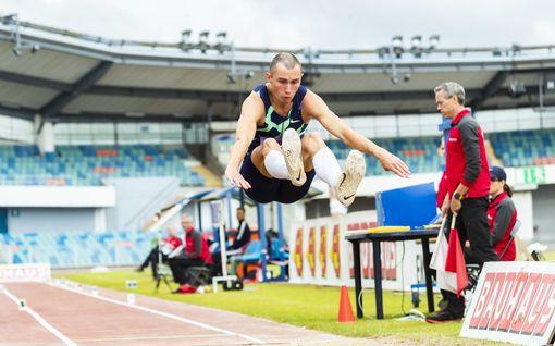 """""""Kamalaa, täysi vitsi"""" – ruotsalainen hyppäsi pisimmälle Tukholman Timanttiliigassa, sijoittui silti toiseksi erikoisen kokeilun vuoksi"""