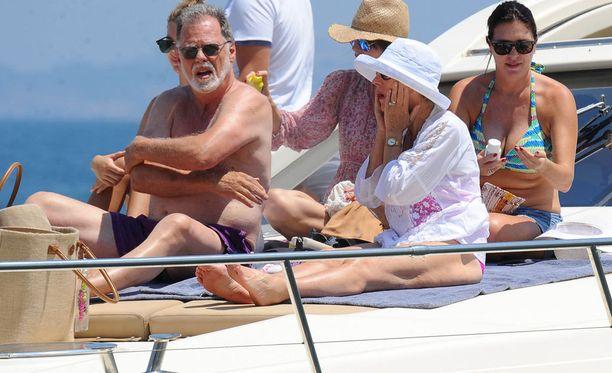 Helen ja Taylor auringonottopuuhissa Napolinlahdella viime heinäkuussa.