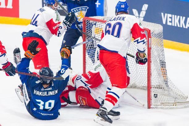 Suomen 1-0-johto-osuman tehnyt Anrei Hakulinen pääsi tuulettamaan maalia heti ensimmäisessä A-maaottelussaan.