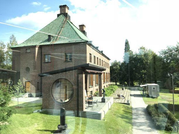 Göstan kartano oli aikoinaan paperiteollisuuden mahtimiehen, Gösta Serlachiuksen koti.