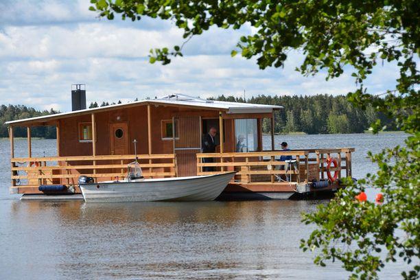 Saunalautta on katsastettu venerekisteriin heti valmistuttuaan ja on omistajansa mukaan nimenomaan kulkuneuvo.